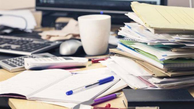 Städa skrivbordet